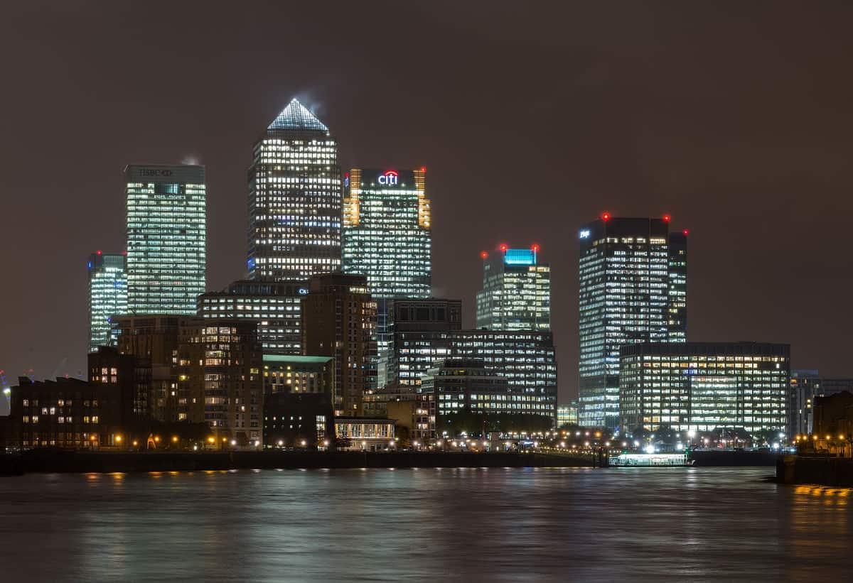 1200px-Canary_Wharf_Skyline_2,_London_UK_-_Oct_2012